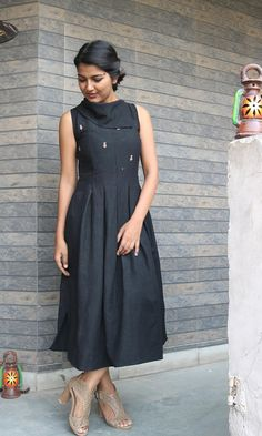 Maxi dress for women/Black linen dress/ Linen pleated dress/Linen maxi dress/linen maxi/maxi dress/made to order/ custom made/plus size Black linen pleated maxi dress/turtle neck dress/pleated dress/linen maxi/maxi dress/summer dress/ma Trendy Dresses, Casual Dresses For Women, Clothes For Women, Dress Casual, Maxi Dress Summer, Casual Frocks, Ikkat Dresses, Frock Fashion, Fashion Outfits