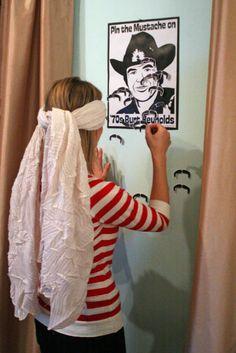 Un juego divertido para una fiesta bigote: pon el bigote en la cara, pero con los ojos vendados! / A fun game for a mustache party: pin the mustache on the face!