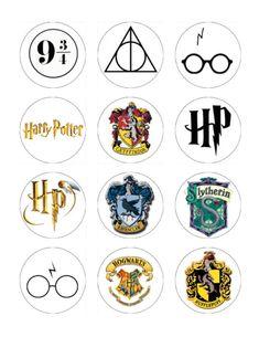 New diy room decir harry potter wall art Ideas Estilo Harry Potter, Cumpleaños Harry Potter, Harry Potter Wall Art, Harry Potter Stickers, Harry Potter Classroom, Harry Potter Printables, Harry Potter Drawings, Harry Potter Wallpaper, Harry Potter Badges