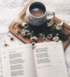 Bom dia :) . Credits to @tugceninkitaplari . #bookstagramfeature #bookstagram #bookaddict #bookneed #bookish #vscoblog #reading #booklover #bookaholic #bibliophile #bookworm #booknerdigans #bookshelf #bookstagramfeatures