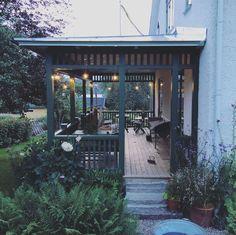 I september (Johanna Bradford) Beautiful Buildings, Beautiful Homes, Outdoor Spaces, Outdoor Living, House With Porch, Exterior Design, Pergola, Home And Garden, Backyard