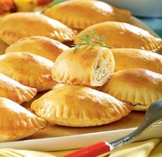 Greek dumplings baked with feta cheese CAKE Ingredients: 35 dag flour 15 dag… Feta, Polish Recipes, Cake Ingredients, Greek Recipes, Dumplings, Superfood, Food Hacks, Food And Drink, Cooking Recipes