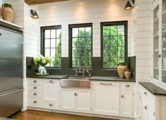 You've heard it before: Kitchens sell houses. But if you're about to do a full remodel in the hopes ... - Zillow Digs home in Chattanooga, TN