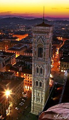 El Campanario de #Giotto, el creador de la pintura Occidental http://www.florencia.travel/lugares-para-visitar/la-catedral-de-florencia/ #Florencia #turismo