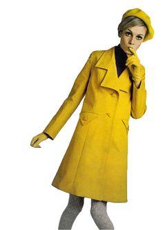 Twiggy- mustard yellow trench and baret perfection. 60s Fashion Trends, Sixties Fashion, Mod Fashion, Trendy Fashion, Fashion Models, Sporty Fashion, Fashion Vintage, Fashion Women, Winter Fashion