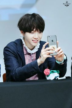 Suga ❤ BTS at the Gimpo Fansign #BTS #방탄소년단