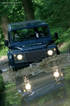 The last generation of the Defender, this one marks a change in the general purpose of the line. As time passed and finishings on the Defender improved ans the comfort of the ride increased, people st...