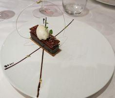Chocolade ganache, karamel, fleur de sel en ijs van peer - Nicolas Isnard & David Le Comte - Auberge de la Charme - Prenois Frankrijk