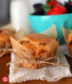Need to try this out:  lining jumbo muffins with brown parchment paper, add batter, then bake.  Remove and cool; tie with twine.  Cute!