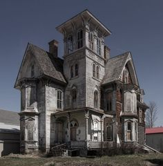 The 16 scariest real haunted houses in America Haunted Houses In America, Scary Haunted House, Creepy Houses, Spooky House, Most Haunted, Haunted Mansion, Ghost House, Old Abandoned Buildings, Old Buildings