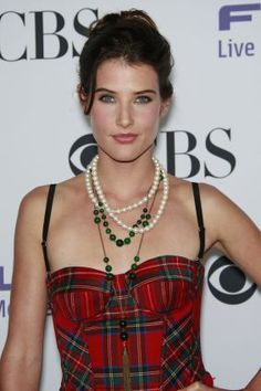 Colbie Smulders (How I Met Your Mother).