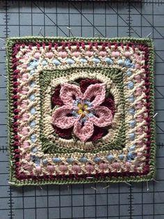 Flower Mandala ~ free pattern ༺✿ƬⱤღ  http://www.pinterest.com/teretegui/✿༻