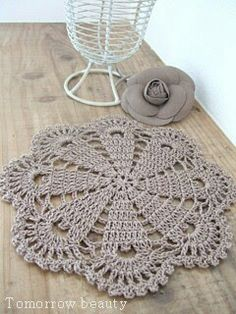 super Ideas for crochet doilies placemat rugs Crochet Carpet, Crochet Home, Love Crochet, Crochet Gifts, Crochet Motif, Crochet Stitches, Crochet Flower Patterns, Doily Patterns, Crochet Flowers