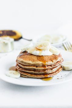 Wake up to a nutritious and delicious breakfast with these gluten-free banana chai blender pancakes with no added sugar. (gluten-free, no added sugar, nut-free) Vegetarian Breakfast Recipes, Brunch Recipes, Sweet Recipes, Pancake Recipes, Breakfast Pancakes, Savory Breakfast, Breakfast Ideas, Pancake Bar, Banana Pancakes