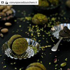 #sciarapistacchio #solocosebuone #sweet #delicious #tasty #ig_food #foodie  #Repost @conunpocodizucchero.it with @repostapp  Baci di mandorla al pistacchio  #ifoodit #conunpocodizuccheroit #ricette #bloggallineincucina #foodblogger #foodlover #lovefood #yum #myblog #italianblogger #italianfood #sweetfood