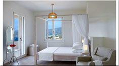 Mediterrán hálószoba Modern, mediterrán hálószoba     Antik bútorok rusztikus hálószobában     Rokokó hálószobabútorok     Hálószoba, vidéki ház Oversized Mirror, Greek House, Cottage, Island, Explore, Furniture, Board, Diy, Home Decor