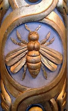 Napoleonic Bee - a symbol of immortality and resurrection dating back to Egyptian times. The bee was chosen by Napoleon to link his dynasty to the very origins of France. Bees were considered the oldest emblem of the sovereigns of France.
