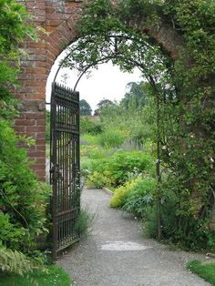 Such a charming gateway into what looks like a charming garden.. The Portal is made of bricks to this lovely place.