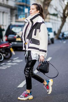 STYLECASTER Tomboy Outfits Street style star wearing leather pants and sneakers Tomboy Outfits, Mode Outfits, Fashion Outfits, Sport Outfits, Fashion Mode, Star Fashion, Look Fashion, Winter Fashion, Fashion Trends