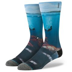Get beneath the surface with Stance's Surreal. Crafted from premium combed cotton, this classic crew sock surrounds feet in luxury. Its tight, 200 needle count stitching provides a crisp appearance wh