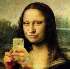 Mona Lisa duck face