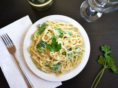 broccoli fettuccine alfredo (replaced milk with 1 1/2c chicken broth and 1 1/2c evaporated milk)