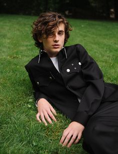 """""""Outtakes of Timothée Chalamet for Vogue"""" Beautiful Boys, Pretty Boys, Beautiful People, Vogue 2017, Timmy T, Sweet T, Poses, Fine Men, Vogue Magazine"""