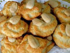 Gluten free and sugar free almond cookies Sugar Free Recipes, Gluten Free Recipes, Cookie Recipes, Sweets For Diabetics, Diabetic Sweets, Almond Cookies, Bakery, Food And Drink, Tasty