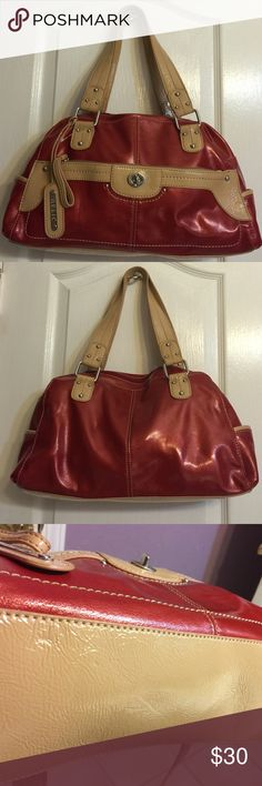 """***Relic***handbag/purse ***Relic***handbag/purse with one wall interior compartment and one interior zipper pocket. Outside has an open pocket on each side and big zip compartment. Size is about 15""""X 9.5 X 4"""". New but no tag. """"No Trades"""". Relic Bags Hobos"""
