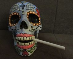 Calaveras resina, tamaño natural, mandíbula móvil, pintadas a mano alzada con acrílicos en estilo mexicano.Diseños únicos.