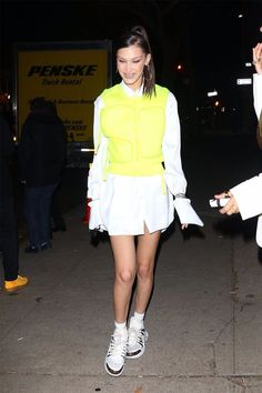 At Least 5 Celebrities Are Trying to Make This Scary Trend a Thing Bella Hadid Outfits, Bella Hadid Style, Celebrity Shoes, Celebrity Style, Fashion News, Fashion Outfits, Womens Fashion, Fashion Trends, Model Street Style