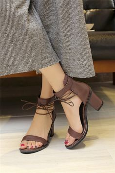 QUTAA 2017 Mulheres Sandália de Salto Alto Quadrado Verão Marrom Com Zíper Mulheres Sapatos de Couro Genuíno Das Senhoras Sapatos de Casamento Tamanho 34 39 em Sandálias das mulheres de Sapatos no AliExpress.com | Alibaba Group