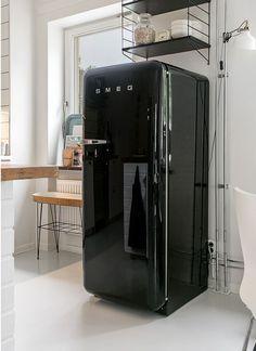 #FAB28 #Smeg50style Black | Lively tones and curvy design   Frigorifero Nero FAB28 Smeg 50's style | Tinte briose e design retrò  www.planete-deco.fr www.smeg50style.com