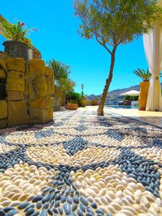 Top Mosaic of pebbles for the decoration of the garden - great ideas - The Home Decor Pebble Mosaic, Pebble Art, Pebble Stone, Garden Cafe, Garden Oasis, Landscaping With Rocks, Backyard Landscaping, Garden Great Ideas, Diy Exterior