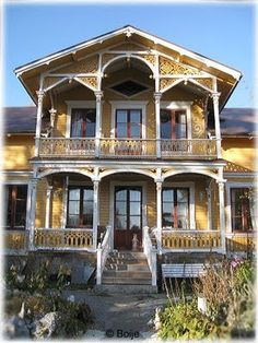 Swedish house. Gorgeous design!