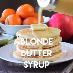 Need to try this Forget maple syrup! Blonde Butter Syrup is the BEST homemade syrup you will ever try! It's creamy, rich, buttery, and with only 3 ingredients, you can whip it up in no time! Perfect for lazy weekends and Christmas breakfast too! Breakfast Dishes, Breakfast Recipes, Homemade Syrup, Yummy Food, Tasty, Snacks Für Party, Macaron, Crepes, Brunch Recipes