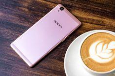 Oppo R7s vừa mới được lên kệ tại Việt Nam cách đây khoảng 1 tuần những đã thu hút được khá nhiều người dùng quan tâm và mua. Với nhiều khuyến mại hấp dẫn cùng trả góp 0% tại FPT shop chiếc điện thoại Oppo này đang dần chiếm vị trí số 1 hàng bán chạy tại đây. Vậy sau khi mua hàng bạn cần phụ kiện gì …