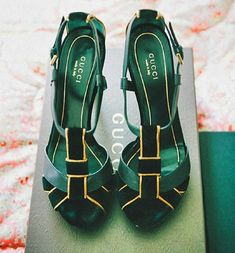 Gucci heels love them. I will have Gucci some day Stilettos, Crazy Shoes, Me Too Shoes, Dream Shoes, Jewel Tone Wedding, Emerald Green Wedding Dress, Emerald Green Dresses, Zapatos Shoes, Shoes Heels