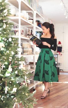 Halloween is over so that simply means we can start talking holiday fashion. And no, it& never too early. Here are some super cute outfits you& going to want to recreate this holiday season: Petite Outfits, Petite Dresses, Classy Outfits, Cute Outfits, Dress For Petite Women, Fashion For Petite Women, Outfits 2016, Girl Outfits, Fashion Outfits