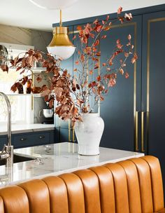 This family home strikes a perfect balance of glam, practical and welcoming with brass detailing, banquette seating and clever practical details. Interior Design Photos, Interior Design Kitchen, Modern Interior, Layout Design, Home Bedroom Design, Gold Home Accessories, Bridal Accessories, Mirrored Side Tables, Modern Kitchen Island
