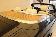 De auto beschikt ook over een teakhouten afwerking die zichtbaar wordt als de Soft Top in is geopend.