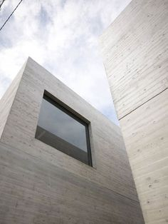 Beton // by Japanese architects General Design. Nice large window and beautiful concrete texture. Hotel Design Architecture, Office Building Architecture, Commercial Architecture, Facade Architecture, Amazing Architecture, Contemporary Architecture, Cladding Design, Facade Design, Design Design
