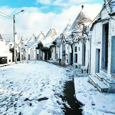 #Trulli di #Alberobello  Photo: @saviobaldu  Tag: #igerboss       sᴘʀᴇᴀᴅ ᴋɴᴏᴡʟᴇᴅɢᴇᴛᴀɢ ᴀ ғʀɪᴇɴᴅ  Alberobello is a picturesque town in #Apulia famous for its unique #trulli buildings. The Trulli of Alberobello a UNESCO World Heritage since 1996 are traditional Apulian dry stone huts with a conical roof built without the use of mortar. Their style of construction is specific to the Itria Valley in the #Murge area of the Italian region of Apulia. There are many theories behind the origin of the…