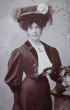 CDV PHOTO VICTORIAN 1904 GIRL WOMAN GIBSON HAIR NICE OUTFIT LARGE HAT NAME MAY