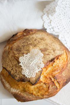 """""""Köstliches Brot!""""  http://www.lisbeths.de/landbrot-bretonische-butter/"""