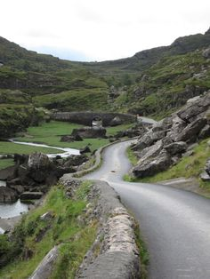 Gap of Dunloe, County Kerry, Ireland (just love this scenery) Places To Travel, Places To See, England Ireland, Ireland Landscape, Irish Landscape, Photos Voyages, Emerald Isle, Ireland Travel, Ireland Vacation