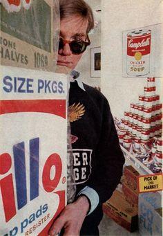 A young Andy Warhol. Veja também…