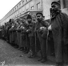 Haavoittuneet Kasakat lähdössä kotiin, Helsingin rautatieasemalla.
