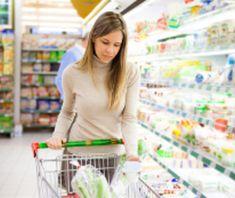Faire ses courses au supermarché.
