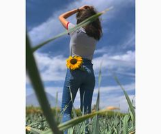 Flowers in My Pocket Portrait Photography Poses, Photography Poses Women, Tumblr Photography, Creative Photography, Photography Photos, Cute Girl Photo, Girl Photo Poses, Picture Poses, Girl Photos